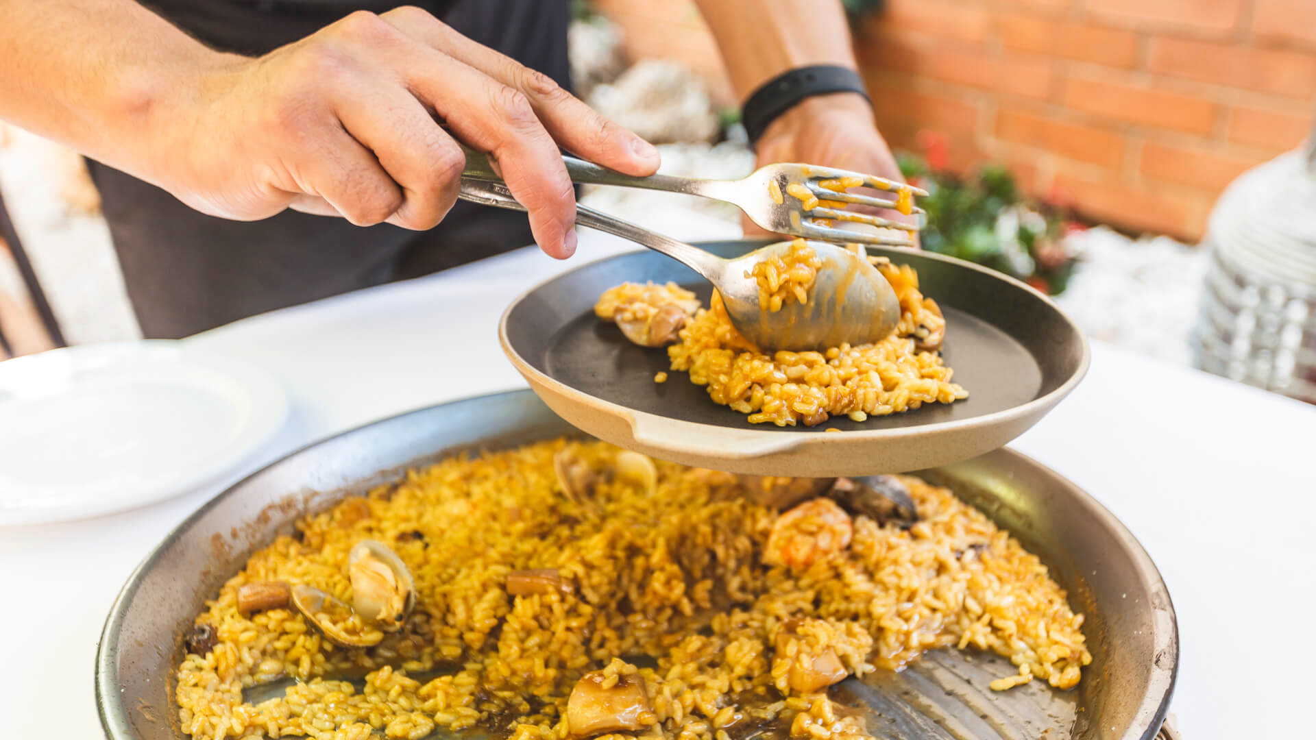 4 generacions i gairebé 100 anys de tradició i cultura gastronòmica a Sant Carles de la Ràpita i el Delta de l'Ebre,  garanteixen la qualitat del nostre servei.